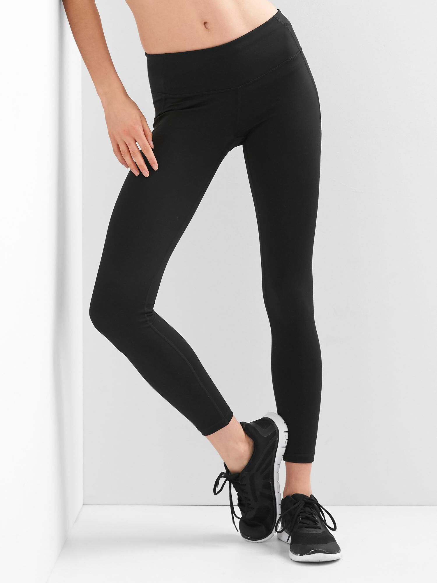These 20 Leggings Have 2,000 5-Star Reviews recommend